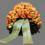 Begräbniskranz bunt gemischt mit grüner Schleife