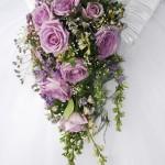 tropfenförmiges Brautbukett